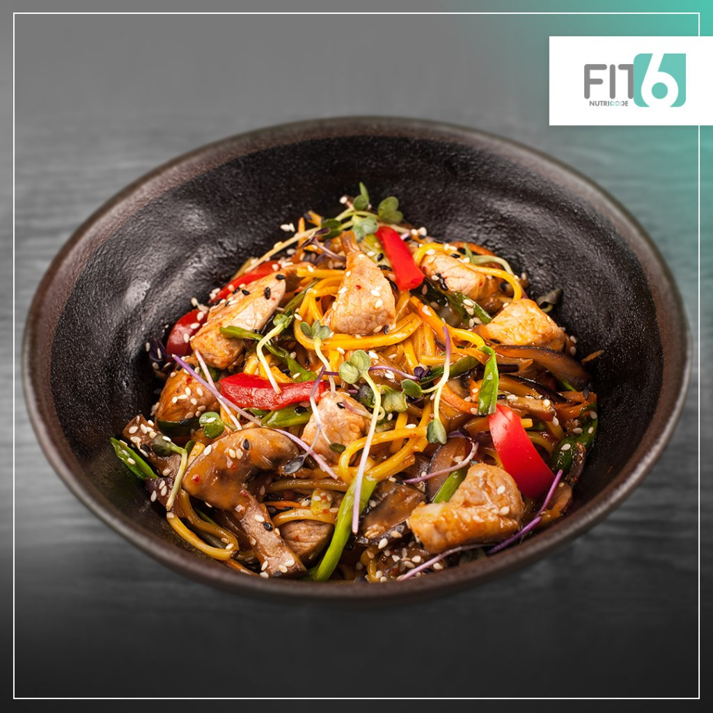 przepis na makaron konjac z kurczakiem i grzybami mun fit6 nutricode natalia ryńska